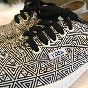 Vans Triangle Lace Up Sneakers 6.5